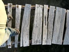Seguridad primero (Juancho Gatica) Tags: wood lake feet titicaca lago juan bolivia copacabana pies gatica juanmgatica
