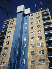 Ferrers Close - Blue block (lydia_shiningbrightly) Tags: architecture balcony flats highrise housing coventry towerblock socialhousing councilhousing housingestates housingassociation tilehill whitefriarshousing