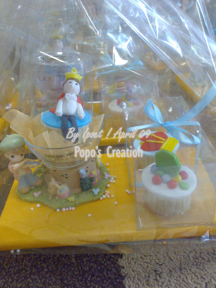 Packaging for prince cupcake set