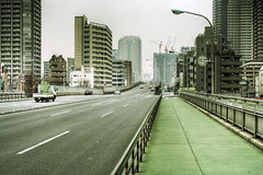 Tokyo 1585 (tokyoform) Tags: street city urban japan skyline architecture 350d japanese tokyo calle asia cityscape skyscrapers transport ciudad tquio stadt  bleak  japo rue japon ville tokio stadtbild paisajeurbano japn   japonya  nhtbn strase paysageurbain  jongkind           chrisjongkind   tokyoform