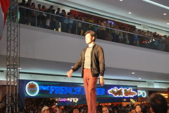 DSC_0110 (gigiv) Tags: philippines 2009 fashionweek mallofasia