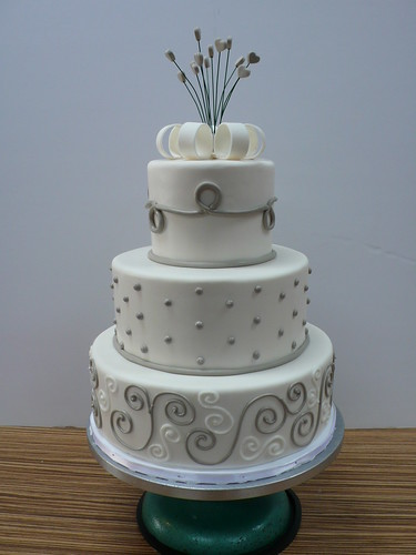 Chic Modern wedding Cake white and grey