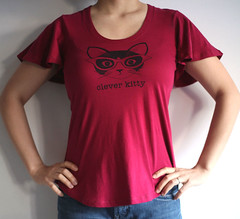 raspberry clever kitty flutter tee