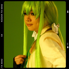 COSPLAY (ringo01_hk) Tags: portrait green girl smile digital canon hongkong eos 350d graphics cosplay lovely  afternnoon greentone canoneos350ddigital chercherlafemme