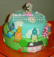Bolo dos Backyardigans (The Cake is on the Table) Tags: birthday aniversario cake bolo backyardigans