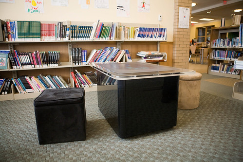 La table interactive de la Darien Library. Photo: CC / cindiann
