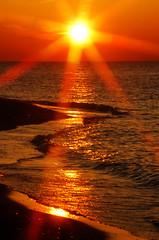 [フリー画像] [自然風景] [湖の風景] [夕日/夕焼け/夕暮れ] [太陽光線] [アメリカ風景] [赤色/レッド]     [フリー素材]