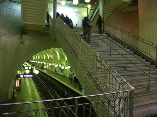 Cage descaliers de la station entièrement en métal