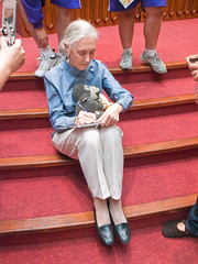 Dr. Jane Goodall Signing  (olvwu | ) Tags: forum taiwan speaker conference taipei presentation discussion speech keynote internationalforum taipeicity 1260 sustainabledevelopment janegoodall jungpangwu oliverwu oliverjpwu environmentalissues nationalcentrallibrary mrh rootsshoots olvwu drjanegoodall manlichen mrhope jungpang thejanegoodallinstitute 2009internationalforumonsustainabledevelopment banqiaojuniorhighrsgroup hsunghsiungtsai hualiengirlshighrsgroup internationalconferencehall internationalforumonsustainabledevelopment jrgenmaier miwakokurosaka nationalcouncilforsustainabledevelopment nationaltaiwanuniversityrsgroup penchichiang thejanegoodallinstitutetaiwan wwwgoodallcomtw wwwgoodallorgtw xihuelementaryrsgroup