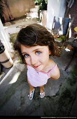Green eyes (Illusiontom) Tags: portrait eyes nikon child coldplay sofia wideangle tokina greeneyes nephew littlegirl grandangolo ritratto nipote 1116 d80 illusiontom