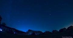Las Perseidas (anthias2001) Tags: color luz azul night stars noche nikon gente estrellas kdd campamento lagrimas tarifa 105mm meteorito facinas genial perseidas fugaces barracon