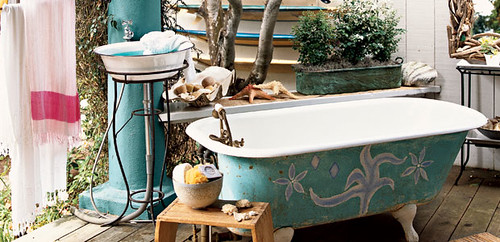 alfresco bath (via coastal living)