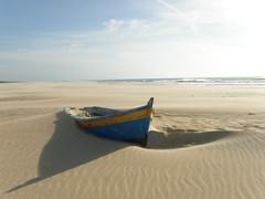 Patera (Paco_etsas) Tags: blue sea yellow azul mar francisco barca jose sombra playa arena amarillo lopez paco sepulveda enterrado patera franciscojose pacoetsas fralopsep