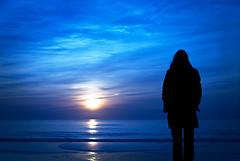 (janbat) Tags: blue sunset sea woman sun mer beach yellow jaune 35mm soleil nikon bleu f2 d200 carole nikkor plage coucherdusoleil charentemaritime lacoubre jbaudebert