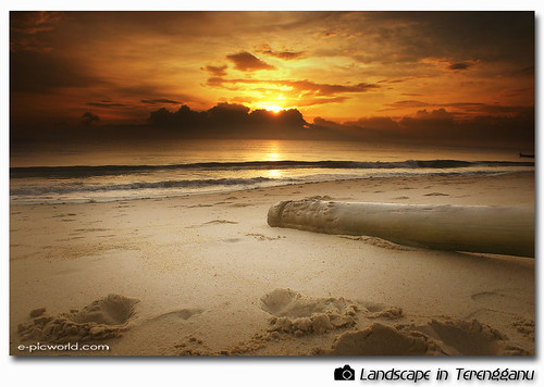 sunrise at Teluk Ketapang beach picture