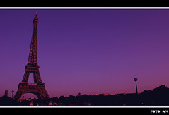 Parigi. Torre Eiffel. Sunset in Paris. (Antonello Naitana) Tags: city travel sunset paris france canon fun europa europe tramonto purple eiffeltower eiffel torreeiffel 1001nights francia canoneos day81 parigi lello damncool awesomeshot photographyrocks sunsetinparis abigfave aplusphoto vftw theperfectphotographer goldstaraward flickrestrellas quarzoespecial lello72 colorsinourworld flickraward