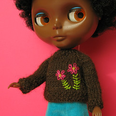The brown sweater (Helena / Funny Bunny) Tags: alpaca sweater knitting doll embroidery african afro knit yarn blythe custom olds sbl chocolatepudding mademoisellerosebud funnybunny solidbackground fbfashion