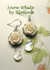 snow white-earrings