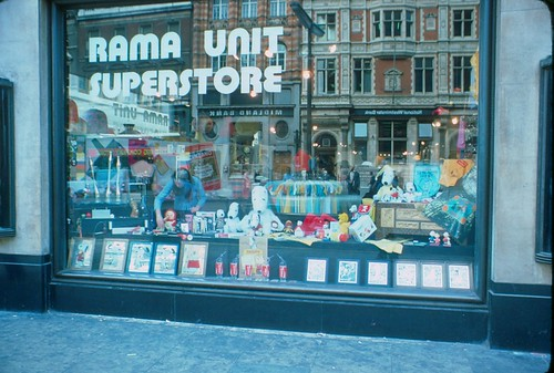 1976 - London - Rama Store - Snoopy