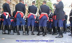 Groupement Motocycliste Gendarmerie 1 (tripuniforme) Tags: paris france french uniform europe boots franais bottes botas edsr uniforme gendarme stiefel breeches gendarmerie motorcyclecops motorcyclecop stivali motorcop greatphotos leatherboots tallboots inuniform 2550faves views2000 frenchpolice 25faves copboots tallleatherboots motocycliste menboots bottesdecuir wornboots bikermen bottesdegendarme escadrondpartementaldescuritroutire groupementmotocyclistegendarmerie bottesdegendarmerie motorcopboots tenuedegendarmerie tenuedegendarme menintoridingboots motocyclistegendarme motocyclistegendarmerie motorcyclecopboots bottesdemecs