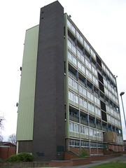 Hillfields House, Coventry 2 (lydia_shiningbrightly) Tags: flats highrise housing coventry towerblock socialhousing councilhousing housingestates housingassociation hillfields whitefriarshousing