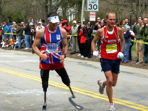 Richard Whitehead Boston marathon 2009 by Rob React.