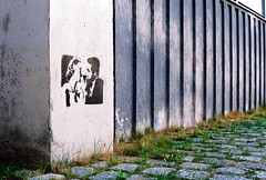 private encounter (shoot_me_down) Tags: streetart grass munich couple stones date muenchen encounter olympusom10