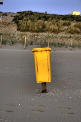 Yellow Beach Waste Container (Lovando) Tags: holland beach yellow strand trash dumpster garbage barrel can bin litter container rubbish waste geel dustbin noordwijk bak gele afval