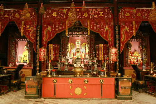 Tam Son Hoi Quan main shrine
