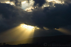 Crepuscular Rays (KY-Photography) Tags: uk trees light shadow sky mountain ontario canada nature silhouette night clouds dark dawn scotland twilight nikon dusk glasgow ky hill guelph scenic radiation gb rays nikkor sunlit khalid allrightsreserved kal crepuscularrays lanarkshire knightswood beamsoflight explored d80 nikond80 18135mmf3556g kyphotography