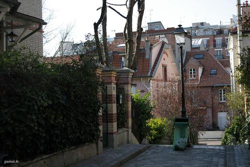 Au bout de lescalier, on saperçoit que les habitants doivent avoir une belle vue de la ville :)