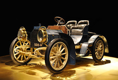 Oldi but Goldie (Habub3) Tags: auto black car museum mercedes photo interestingness interesting nikon classiccar stuttgart explore mercedesbenz oldtimer frontpage daimler pkw d90 mercedesbenzmuseum 508m flickr2009 habub3 oldibutgoldie