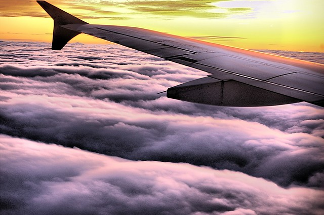 """""""Über den Wolken muss die Freiheit wohl grenzenlos sein"""" - oder? (Bild: Oblivious Dude, Flickr)"""
