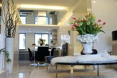 (iiiphoto-k) Tags: newyorkcity usa flower lamp vertical modern table day nopeople illuminated livingroom indoors vase newyorkstate   luxury                          showcaseinterior