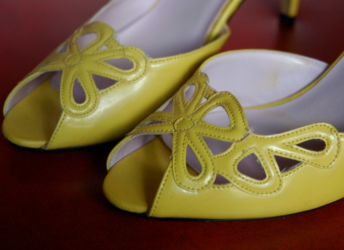 Retro YELLOW PEEP-TOE Slingback Heels FLOWER design