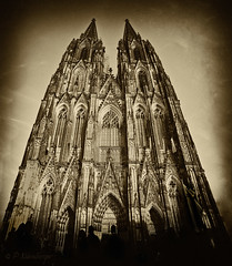 Aged Cologne Cathedral (PhilippNB) Tags: old church st sepia photoshop germany geotagged deutschland europa europe oldstyle cathedral map alt maria dom sony north kathedrale kirche cologne style kln karte september unesco worldheritagesite peter 09 nrw 28 aged 300 alpha dslr 2008 geo philipp hohe weltkulturerbe klnerdom colognecathedral westfalen klner nordrhein nrnberger rhinewestphalia domkirche a hohedomkirchestpeterundmaria camera:iso=200 philippnb lens:aperture=f11 lens:focallength=18mm camera:model=sonya300 camera:shutter=400sec