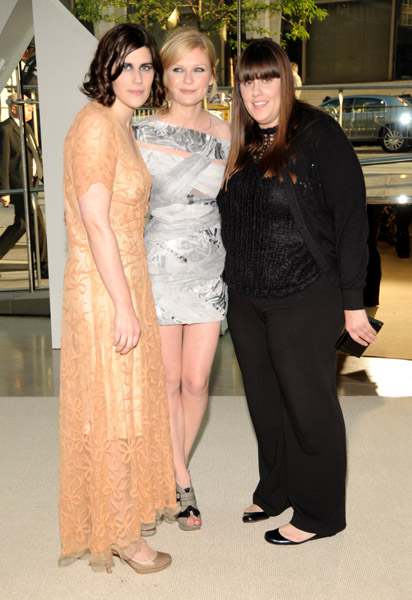 Kirsten Dunst (center), Kate Mulleavy and Laura Mulleavy of Rodarte attend the 2009 CFDA Fashion Awards at Alice Tully Hall, Lincoln Center on June 15, 2009 in New York City.
