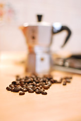 Pleasure Time (Studio Neko) Tags: blur kitchen coffee 35mm beans italian break time bokeh bean moment itali caff pleasure moka caffettiera italiancoffee chicchi nikond80