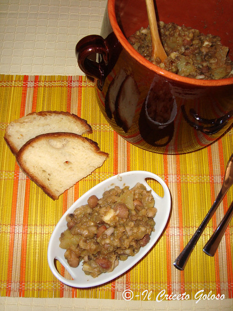 Zuppa tiepida di legumi. caciotta e patate