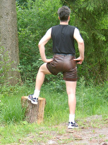 Kurze lederhose spanking