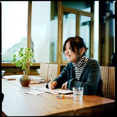 smiling louise (bubustudio) Tags: life 120 6x6 film cafe kodak taiwan hasselblad louise taipei portra 80mm 400vc 501c 80c