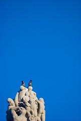 hugin og munin (KjartanMichalsen) Tags: birds oslo monolitten bildekritikk