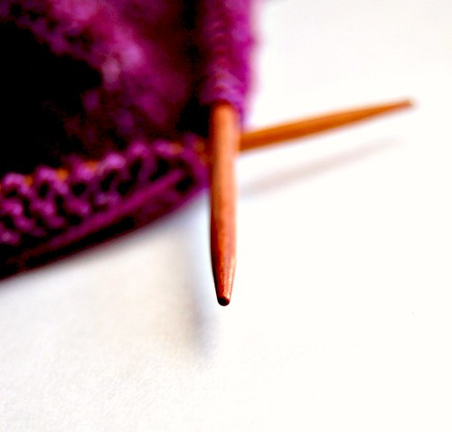 holz & stein knitting needles with purple knitting notions yarn