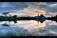 Syukur... (AnNamir c[_]) Tags: sunset panorama reflection 350d mosque malaysia dq hdr masjid senja dfg mesjid maghrib kualakubu tenang silhouettephotography hdraward annamir darulquran masjiddq tasikhuffaz dqkkb hdrworldmalaysia huffazlake placeofphotographer