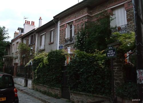Les maisons sont bien toutes habitées, ce nest pas un quartier fantôme comme certains quartiers huppés parisiens