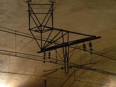 Une toile métallique au plafond