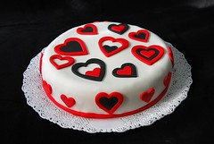 Romantic (Mariana Pugliese) Tags: blanco cake rojo amor pastel negro cumpleaños corazón torta romantica corazones 241543903 marianapugliese