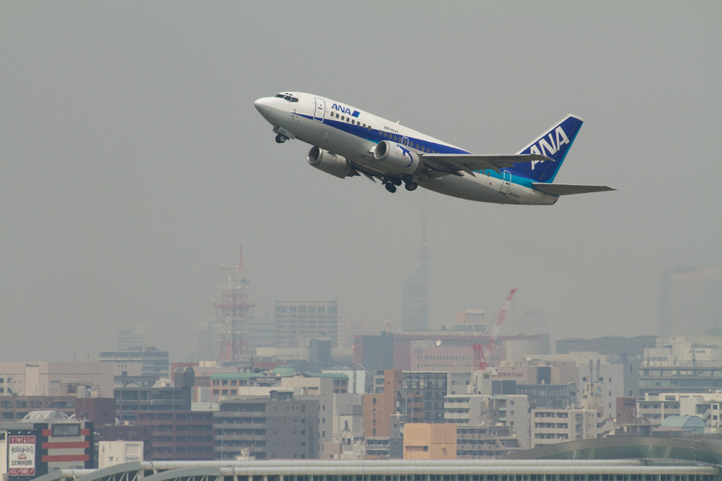 ANA Wings's B737-500 in hazy dimmy sky