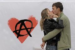 Amore e Anarchia (rogimmi) Tags: cuore amore bacio libertario giovani anarchia anarchici anarchismo acerchiata