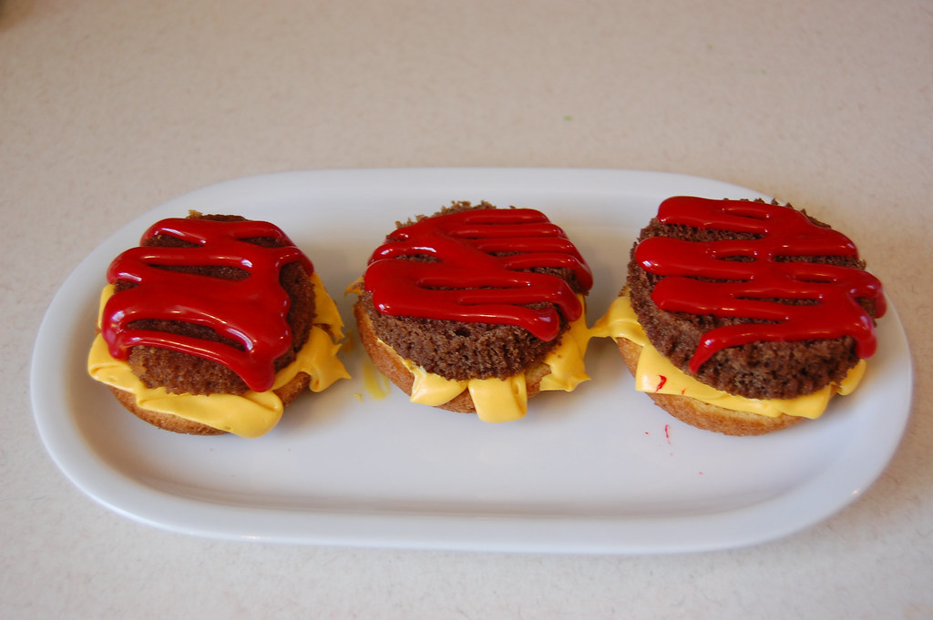 Hamburger Cupcakes Step 3